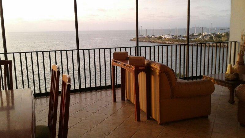 Departamento con vista al mar, aluguéis de temporada em Santa Elena