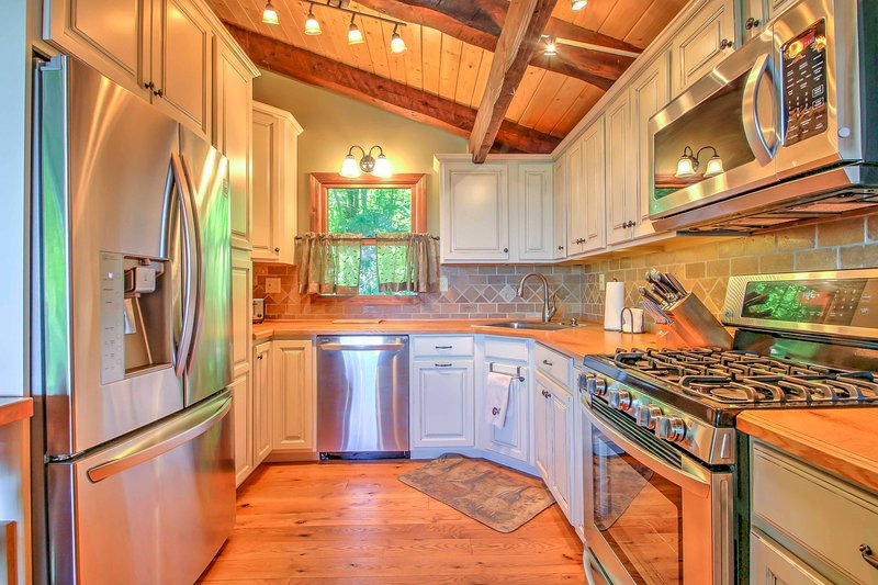 Prepare your favorite meal in this gorgeous fully equipped kitchen.