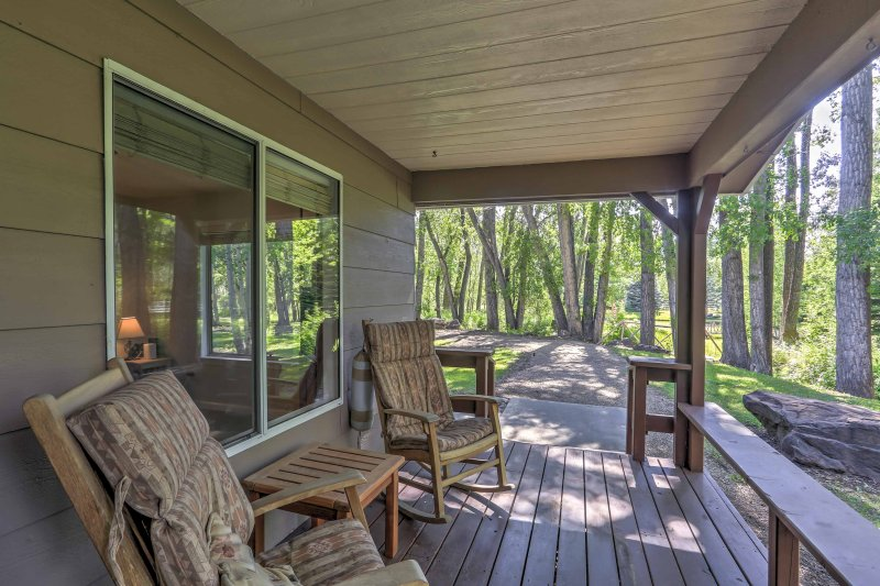 This relaxing 2BR, 1-bath vacation rental house is the ultimate Mancos getaway!