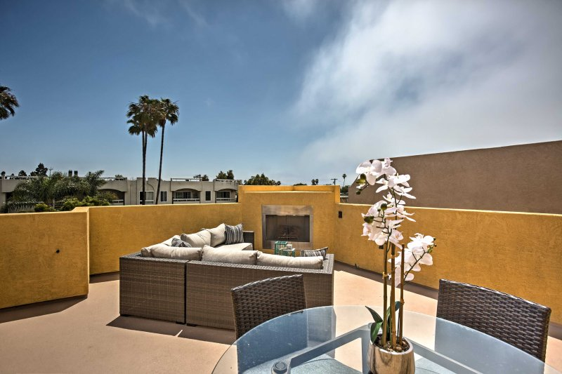 Pacific Beach House w/Rooftop Deck - Walk to Beach, vacation rental in Elvira
