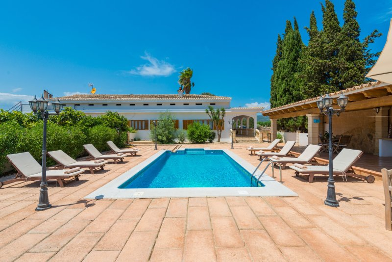 SON VALENTI - Villa for 8 people in sa Pobla, vacation rental in Sa Pobla