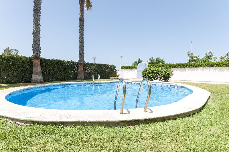 EUFORIA - Apartment for 4 people in PLAYA DE PILES, holiday rental in Piles