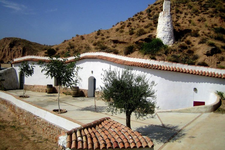 Cave house with wonderful views over the Sierra Nevada, holiday rental in Purullena