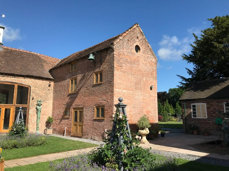 Lady Helen's Butlers Cottage, vacation rental in Wombourne