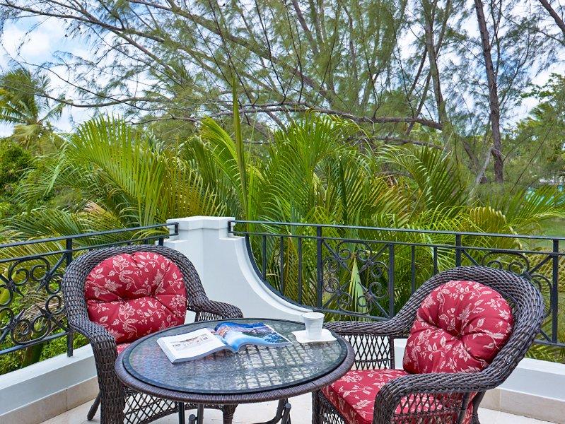 Luxury Townhome in Sandy Lane Neighborhood, holiday rental in Paynes Bay