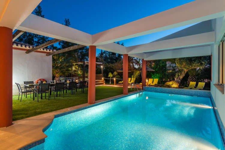 Villa Penina III - Luxury Villa with Heated Pool, BBQ, Garden, holiday rental in Penina