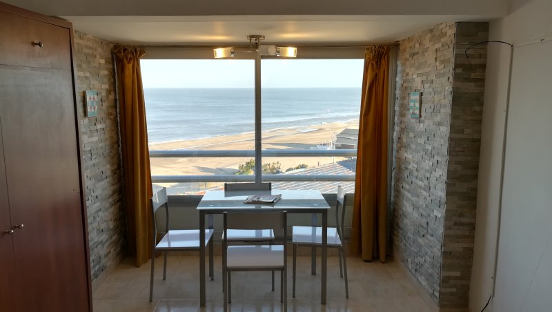 Departamento en Villa Gesell Sobre Playa y 140, vista Panorámica al Mar, 4 pax, vacation rental in Ostende