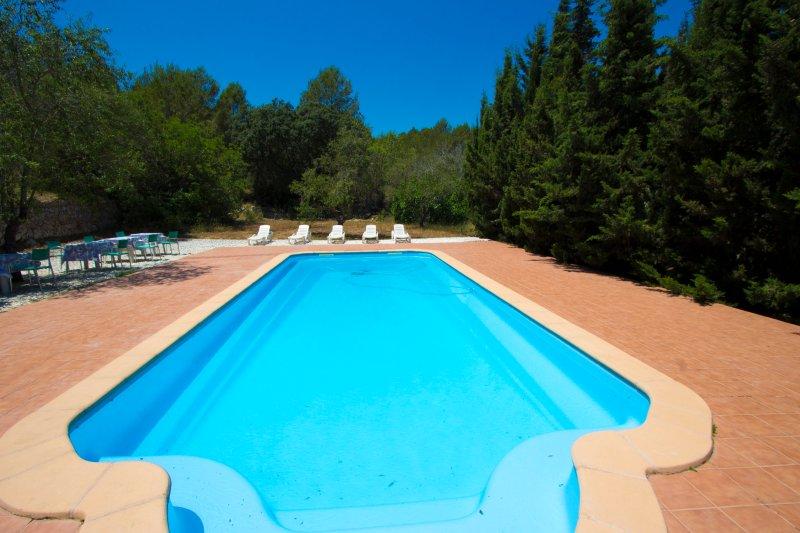 Catalunya Casas: Villa Ardenya in Tarragona hills, only 10 km to the beach!, casa vacanza a Tarragona