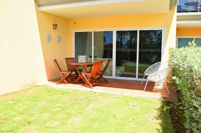 BEACHFRONT - EAGLE BEACH - OCEANIA RESORT - Beach Garden Studio Condo - E124-1, vacation rental in Aruba
