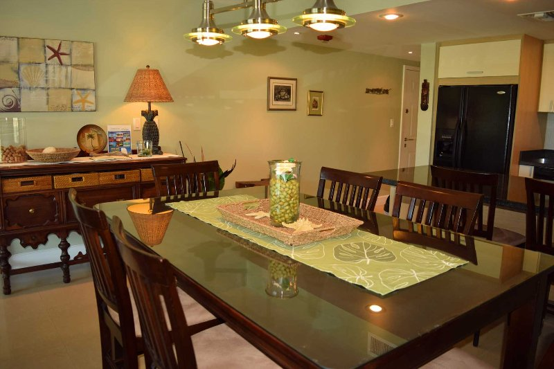 6-seat dinning table in living area