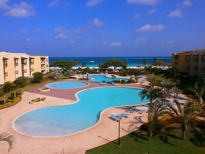 BEACHFRONT- EAGLE BEACH - OCEANIA RESORT - Supreme View 2BR condo - A344, alquiler de vacaciones en Aruba