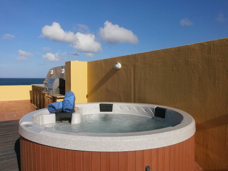 Enjoy your hot tub with stunning views!