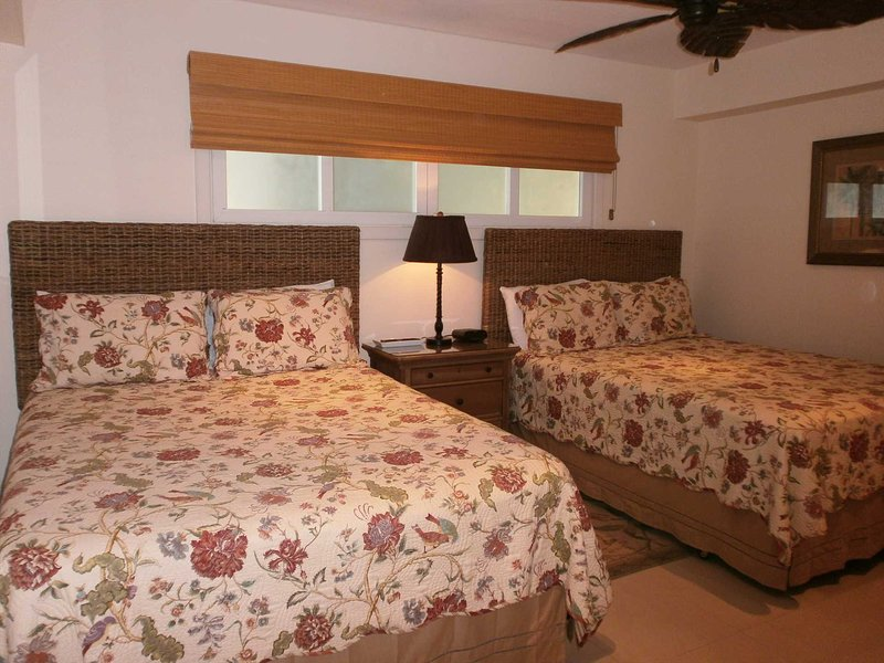 Second bedroom with two queen-size beds
