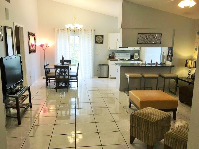 Orlando Vacation/Corprate  House UCF Area Great Value!, location de vacances à Chuluota