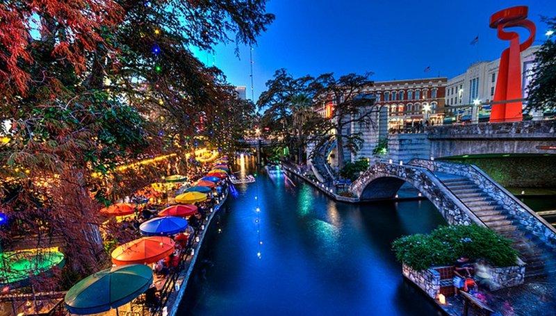 La hermosa e histórica de San Antonio Riverwalk