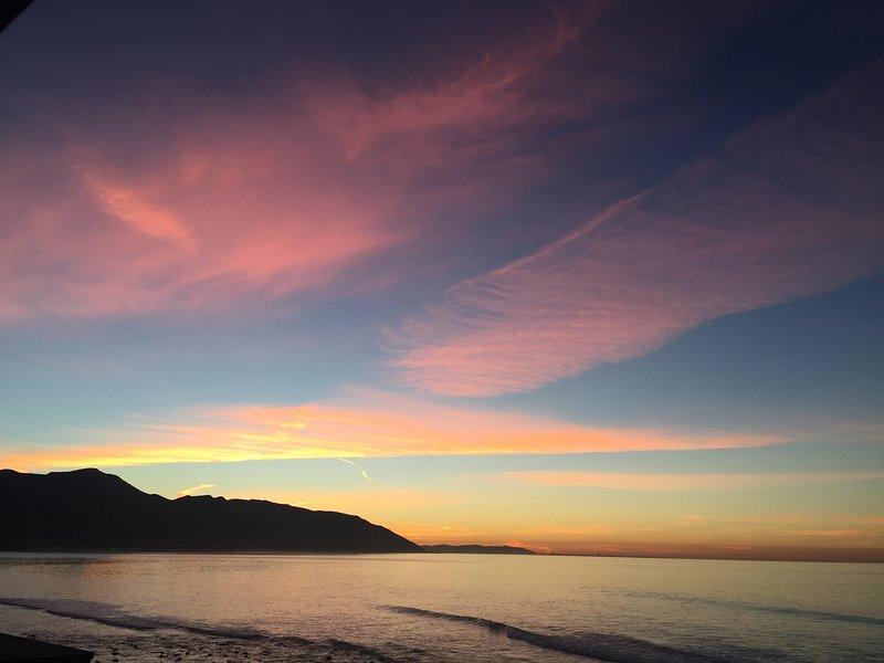Hermoso amanecer desde la cubierta.