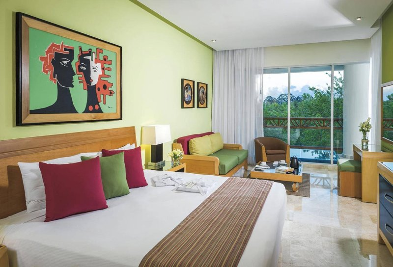 Master bedroom with dipping pool on balcony