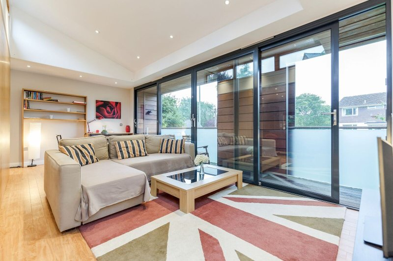 Stylish House in Winchester with parking for two cars, holiday rental in Andover