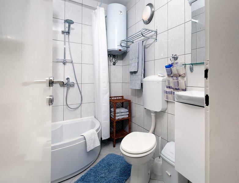 On-suite bathroom to bedroom 2.
