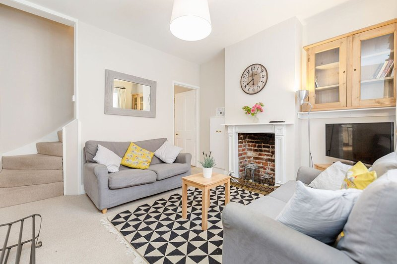 Cosy character cottage in central Winchester, holiday rental in Otterbourne