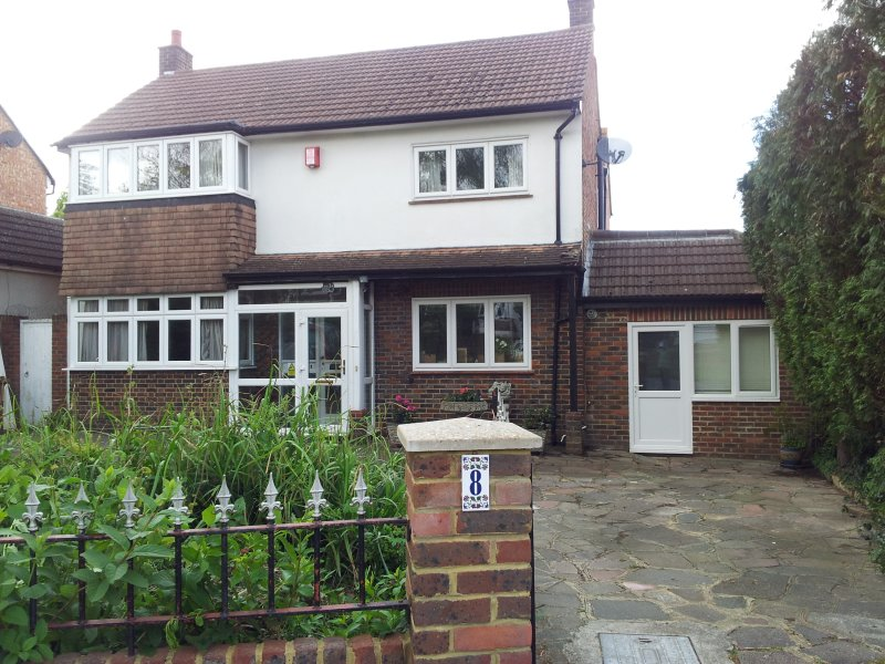 25 mins to London Victoria, vacation rental in Ewell