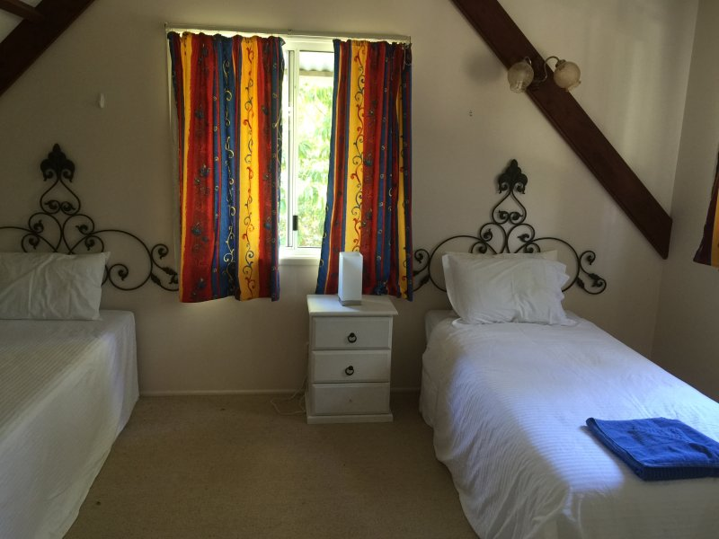 Morwong Beach Cottage has three bedrooms two upstairs bedrooms each has twin beds or one can be king