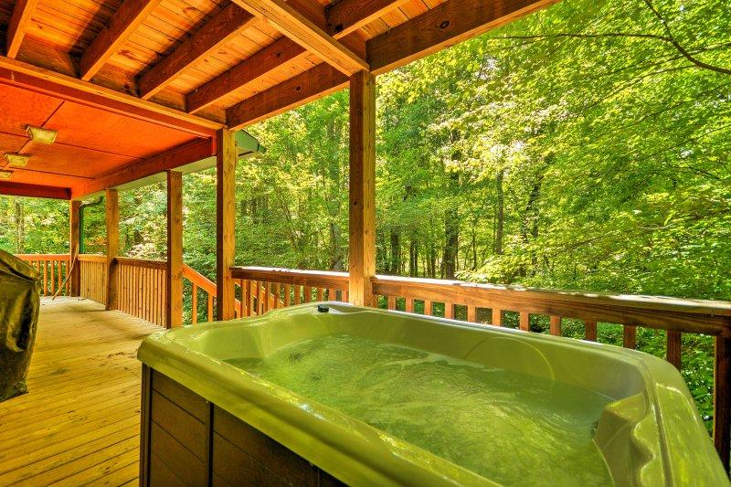 Faites tremper vos muscles endoloris dans le bain à remous pendant votre séjour dans cette cabane d'Epworth!