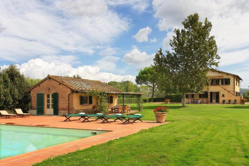Scala Santa Villa Sleeps 14 with Pool Air Con and WiFi - 5226623, holiday rental in Giuncarico