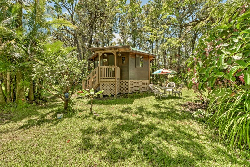 Plan a romantic retreat to this private vacation rental studio in Mountain View, Hawaii!