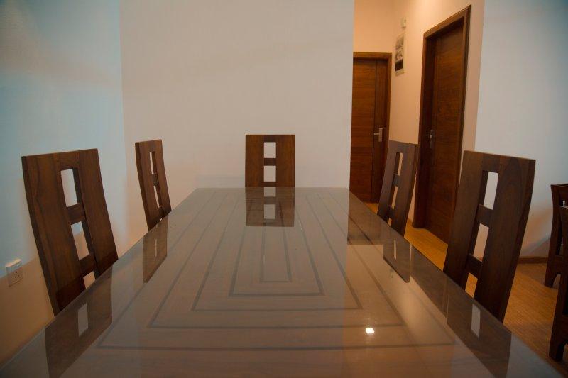 Six table à manger assis