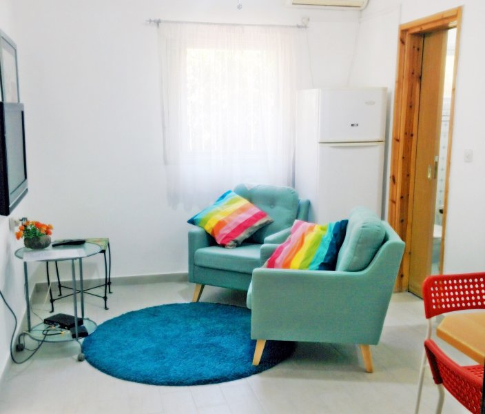 1 Bedroom Apartment -Garden -Ground Floor-Central Raanana, alquiler de vacaciones en Kfar Saba