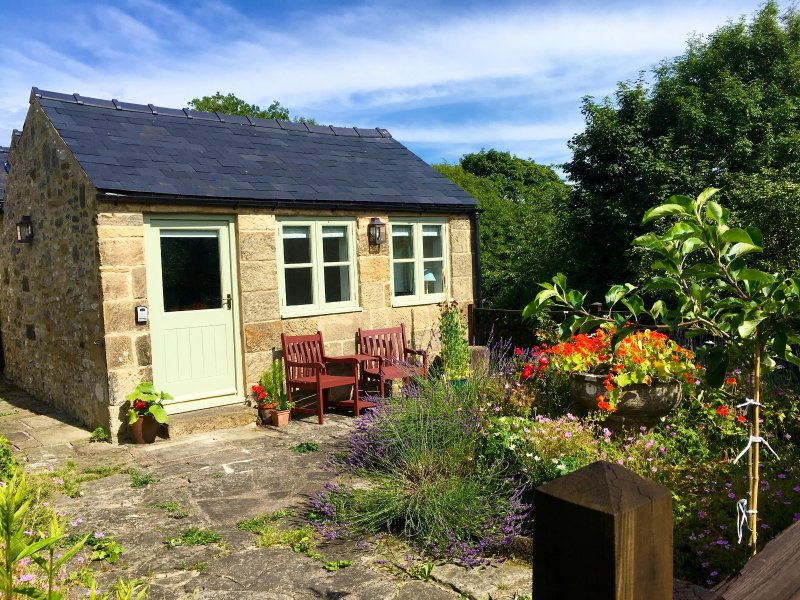 Apple Tree Cottage, holiday rental in Youlgreave