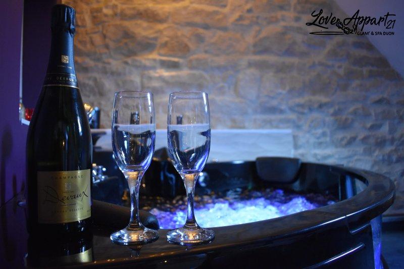 LoveAppart21 vous offre un cadre exceptionnel, au décor baroque chic et glamour, au coeur de Dijon