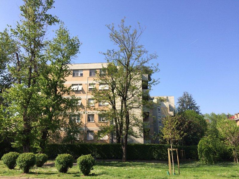 Rückansicht von der Via Pompeo Mariani