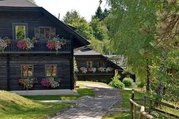Authentically furnished apartment with balcony, in Carinthia, holiday rental in Lind ob Velden