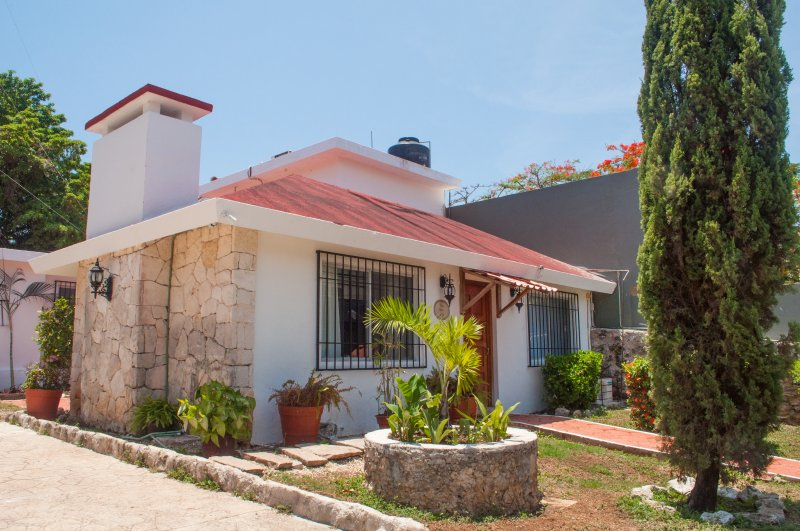 All views of House 'Tìa Sandìa' and 'Villa Melòn' are full of tropical vegetation