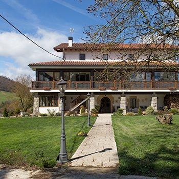 Casa Rural Flor de Vida, vacation rental in Esteribar