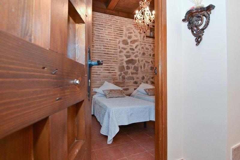 APARTAMENTOS LA CASA DEL GRIAL CON PARKING GRATUITO, casa vacanza a Burguillos de Toledo