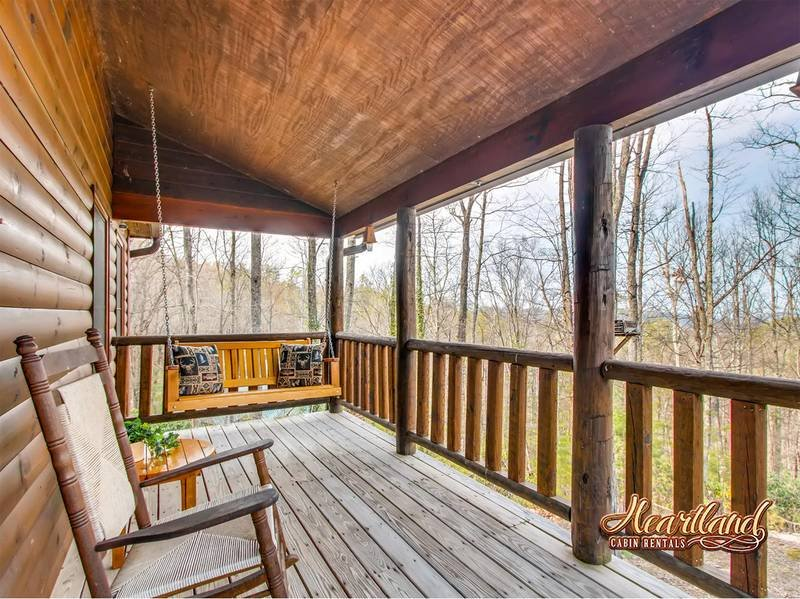 Bear Tootin a 2 bedroom cabin with wifi located in the heart of wears valley