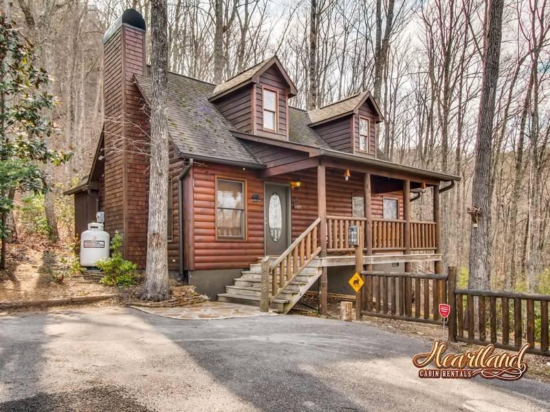 Bear Tootin Cabin Smoky Mountain National Park just a short drive