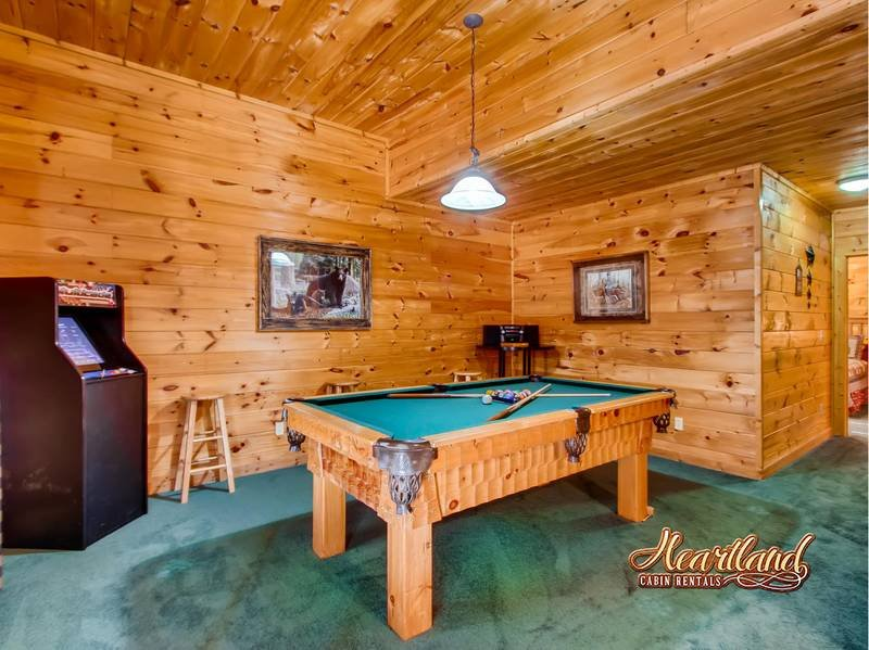 Pool Table Cabin with 5 bedrooms