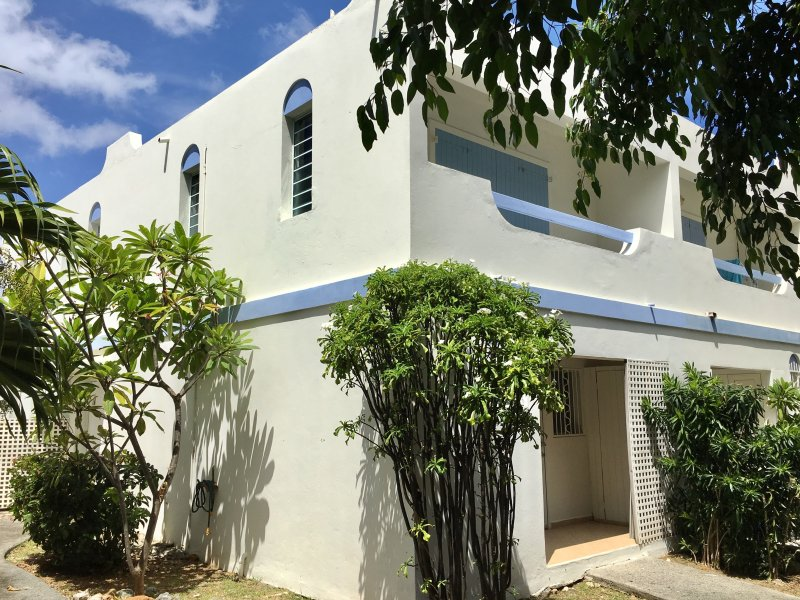 The Blue Frenchie: Gorgeous 2-story townhouse in Pelican Key, St. Maarten – semesterbostad i Simpson Bay