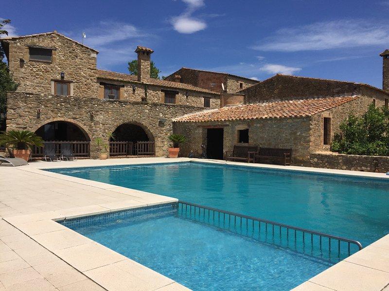 Sensacional Casa Rural Mas Arnau- Alt Emporda, vacation rental in Cistella