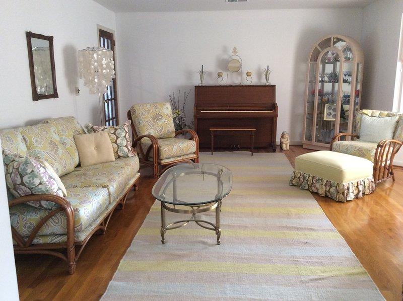 Living Room facing front yard