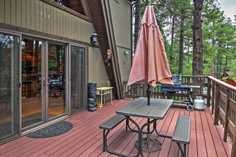 Sip your favorite beverages on the spacious deck while enjoying the natural scenery.