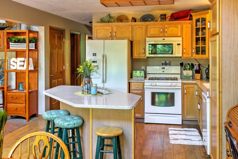 Everything you need to make delicious homemade meals can be found in the fully equipped kitchen.