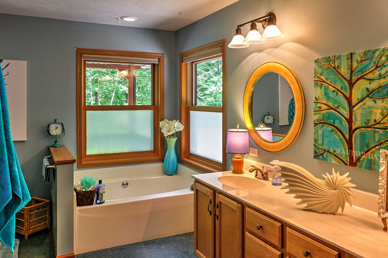 The en suite master bathroom offers a walk in shower and a separate tub.