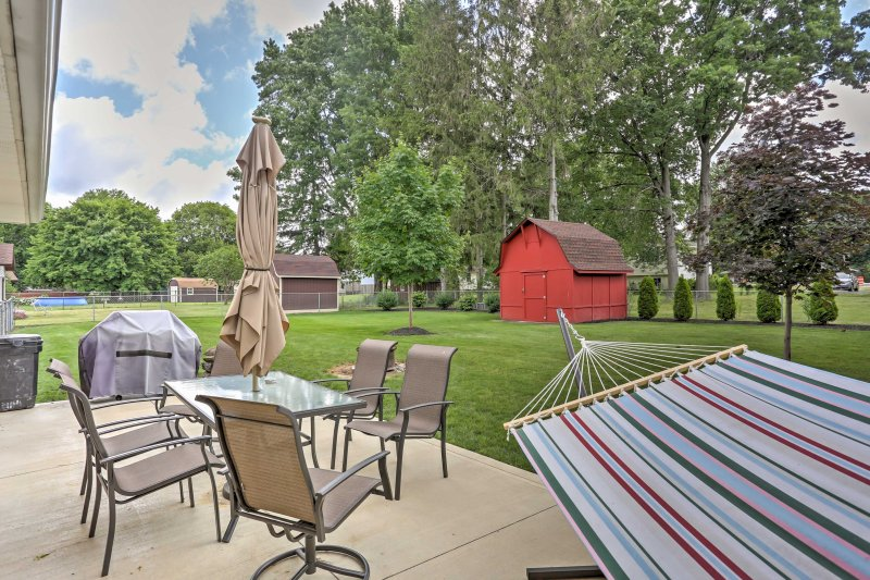 Lay back in the hammock and enjoy the lush backyard during your stay at this 1-bedroom, 1-bathroom vacation rental apartment in Amherst.