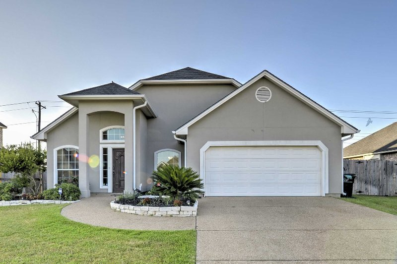 The home is located in a quiet neighborhood, 3 miles from the Texas A&M campus.