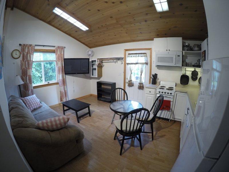 utsikt över vardagsrum med tv